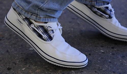 noodles-shoes-sampan-rig-00